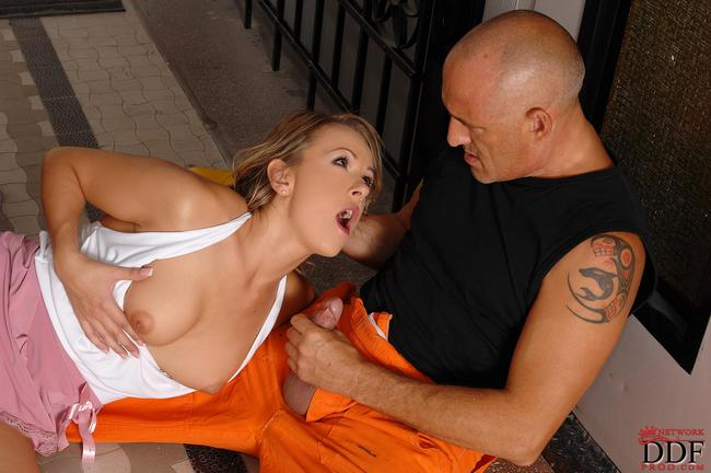 Workman fuck beautiful in the entrance to the stairwell 8 photo