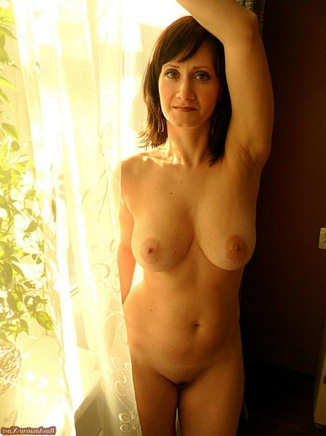 Mature woman with very sexy body and big tits 2 photo