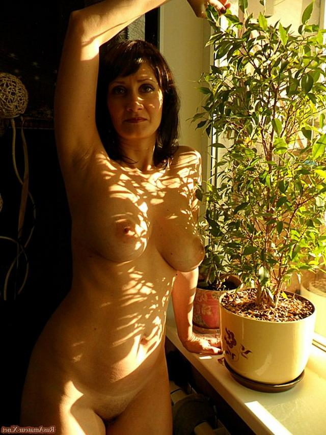Mature woman with very sexy body and big tits 6 photo