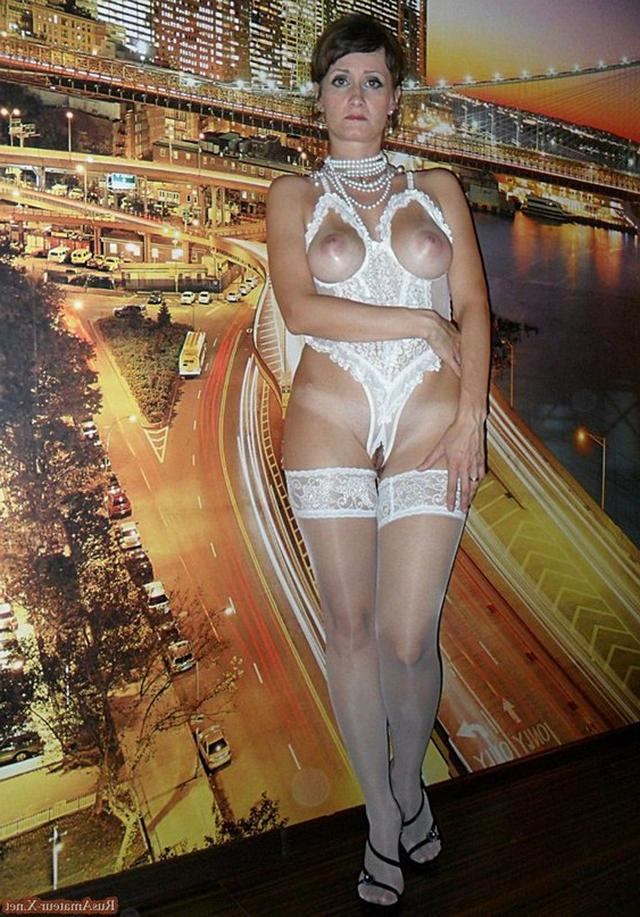 Mature woman with very sexy body and big tits 32 photo