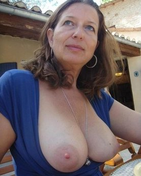 Huge tits mature ladies on the photo close-up