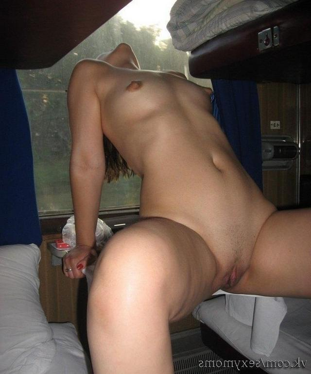 Whores fuck after drinking on the train 33 photo