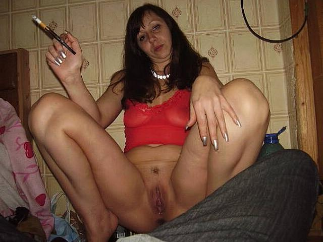 Wild moms performed a good striptease in the bedroom 3 photo