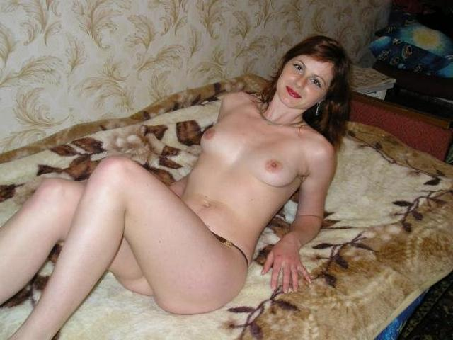 Wild moms performed a good striptease in the bedroom 2 photo