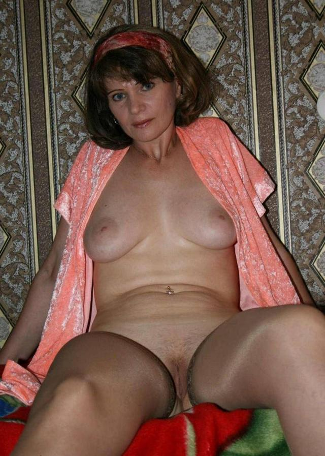 Mature ladies took pose the most convenient for sex 13 photo