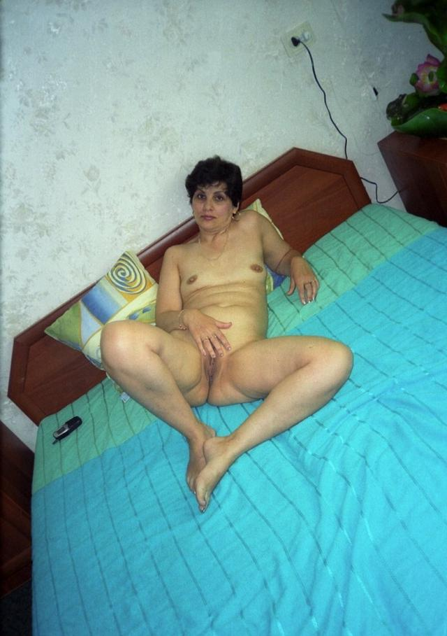 Mature ladies took pose the most convenient for sex 8 photo