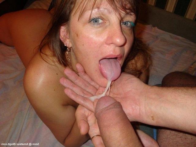 Wife loves the threesome when her husband is at work 22 photo