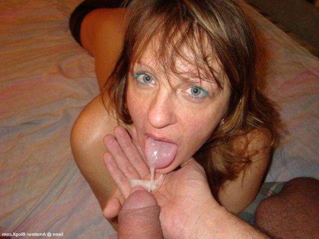Wife loves the threesome when her husband is at work 21 photo