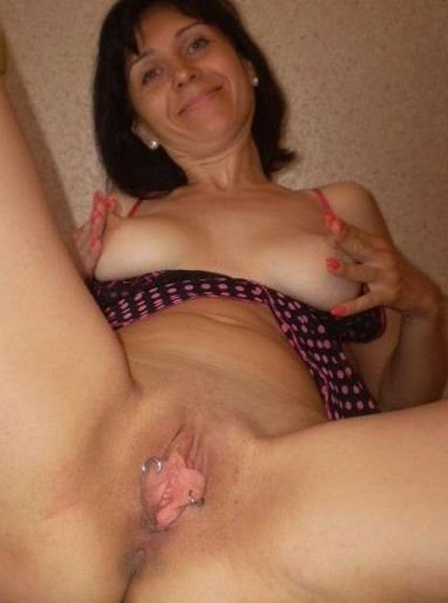 Shameless and mature mother undressed 13 photo