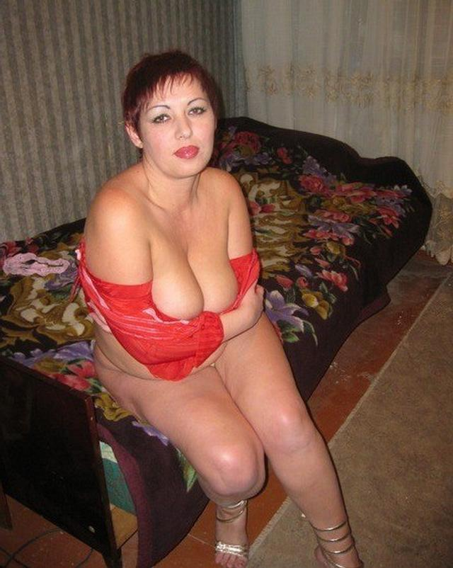 Shameless and mature mother undressed 26 photo