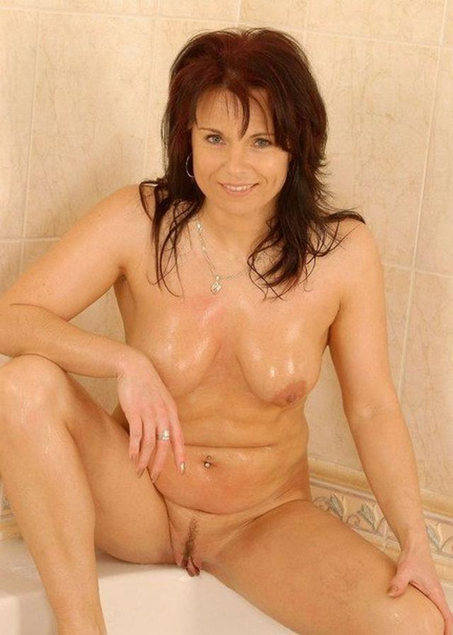Shameless and mature mother undressed 29 photo