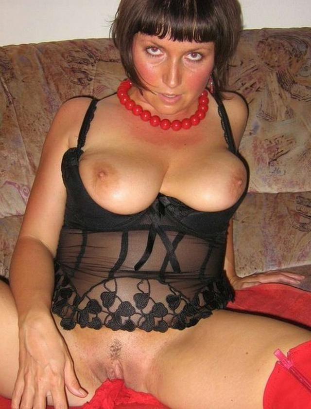 Shameless and mature mother undressed 31 photo