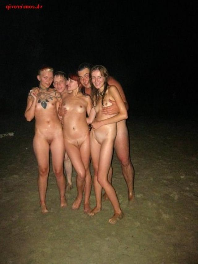 Slender nudists bathing naked on the beach 11 photo