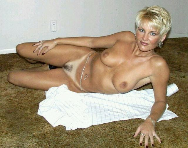 Older bitches pussy opened and invite for sex 16 photo