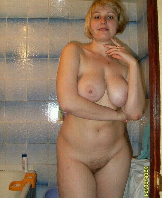 Older bitches pussy opened and invite for sex 9 photo