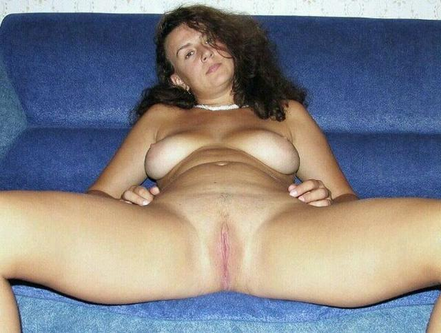 Older bitches pussy opened and invite for sex 8 photo