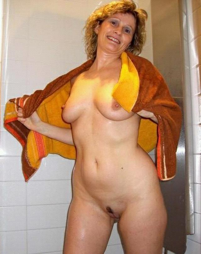 Older bitches pussy opened and invite for sex 11 photo