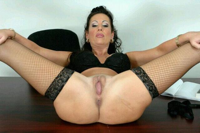 Older bitches pussy opened and invite for sex 21 photo