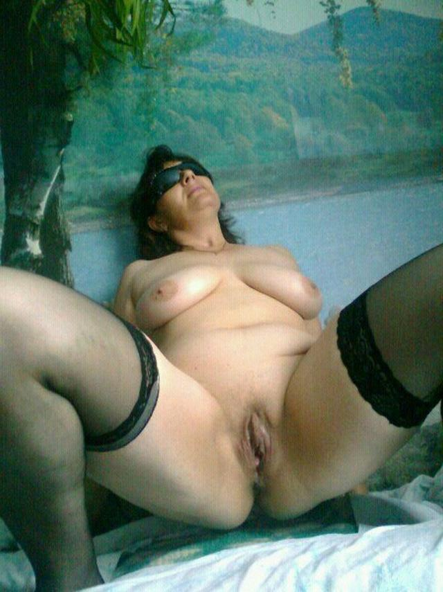 Older bitches pussy opened and invite for sex 30 photo