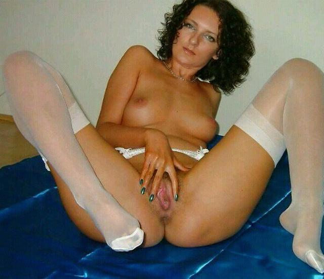 Older bitches pussy opened and invite for sex 22 photo