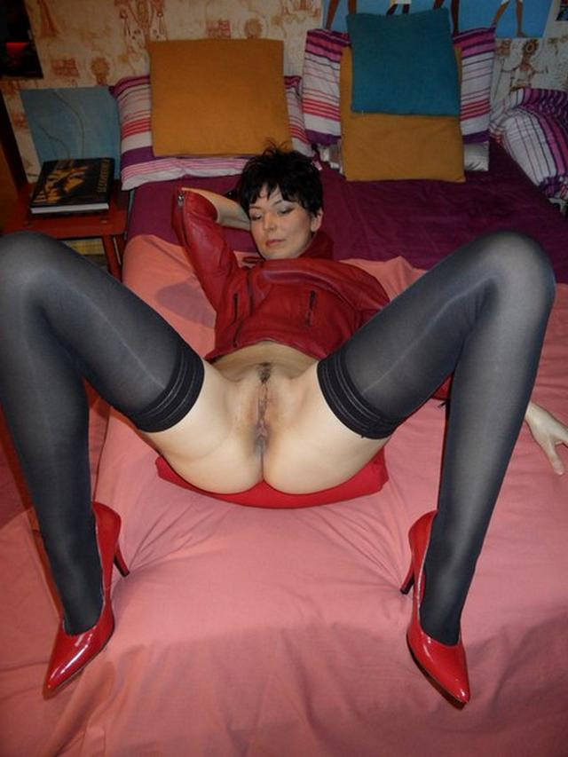Adult brunette shows her acting pussy in all positions 44 photo