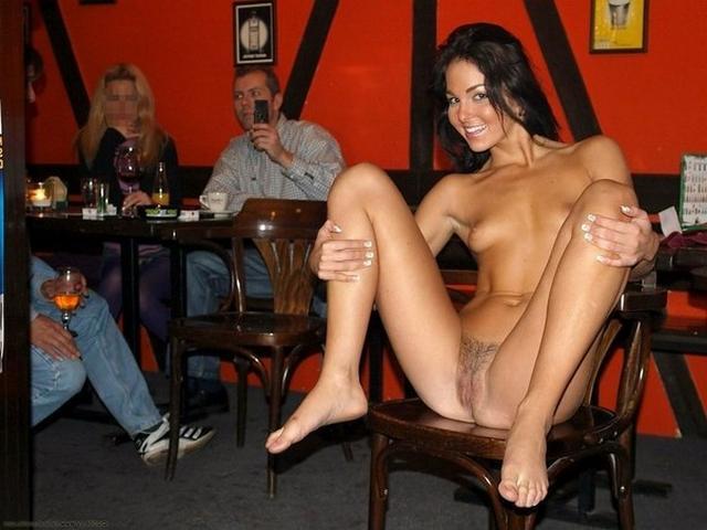 в баре проститутки голые