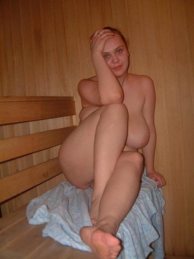 Group of young nude girls in a sauna 28 photo