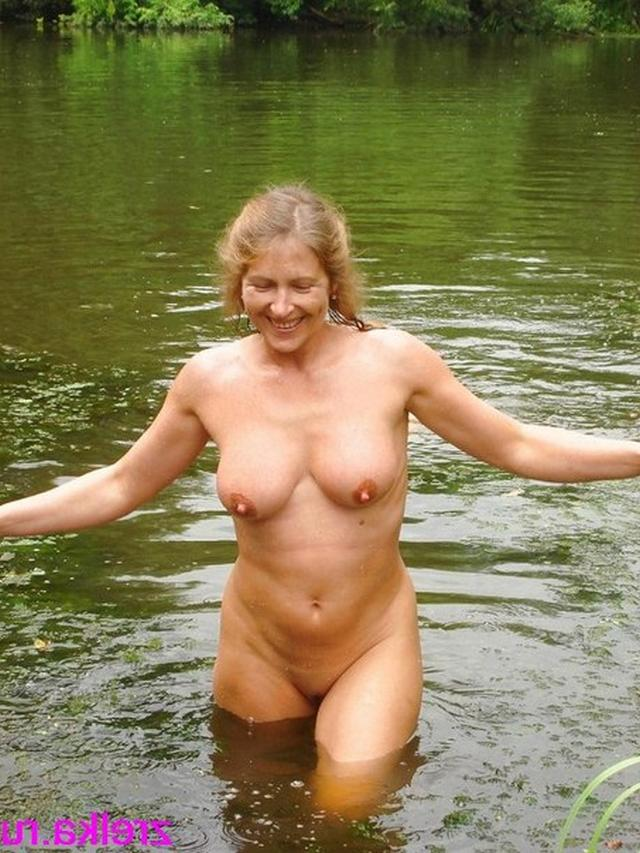 Ladies eagerly put on showing their pussies 10 photo