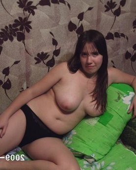 Chuby Alena shows her naked big breasts