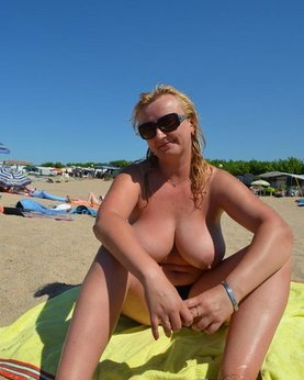 Sweet plump woman with great tits decided find a beau on the beach
