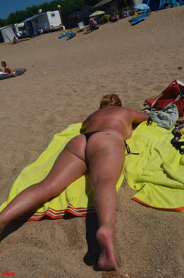 Sweet plump woman with great tits decided find a beau on the beach 22 photo