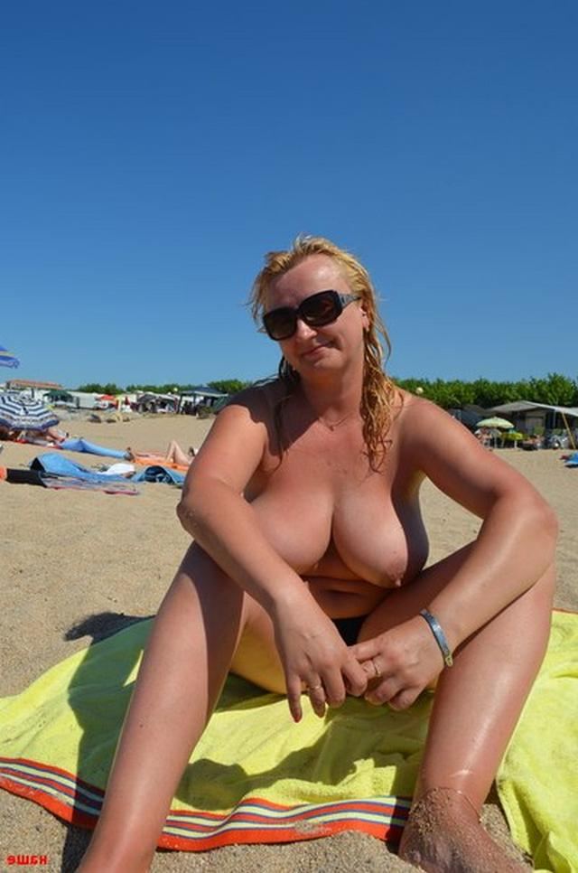 Sweet plump woman with great tits decided find a beau on the beach 7 photo