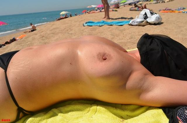 Sweet plump woman with great tits decided find a beau on the beach 11 photo