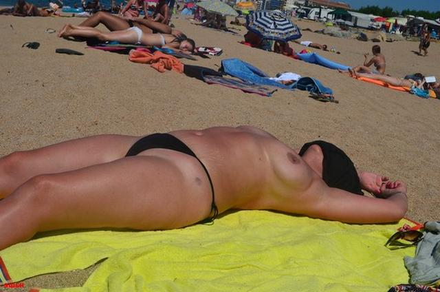 Sweet plump woman with great tits decided find a beau on the beach 17 photo