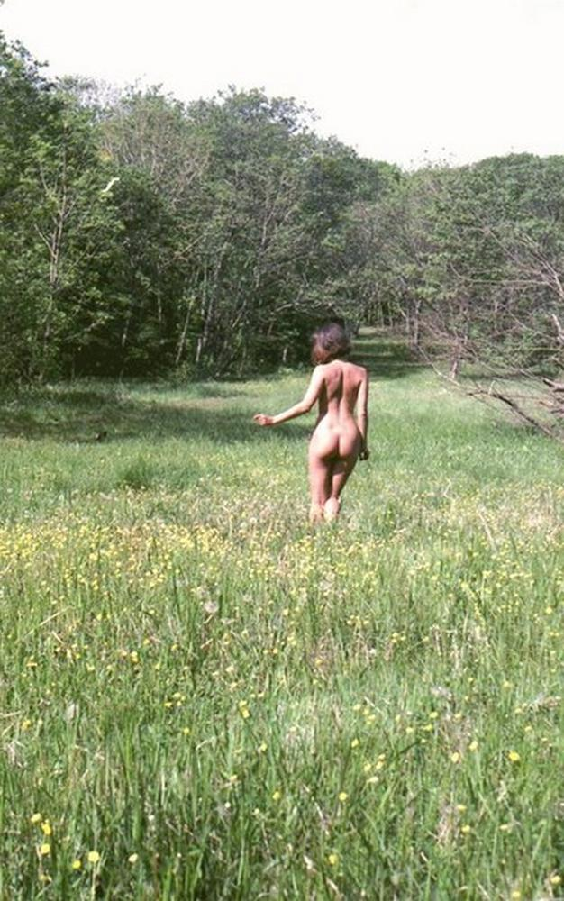 Naked Isabella with nice ass photographed in nature 17 photo