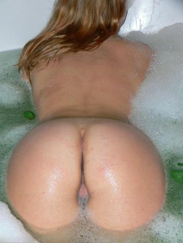 Red-haired beauty posing in the bath 1 photo