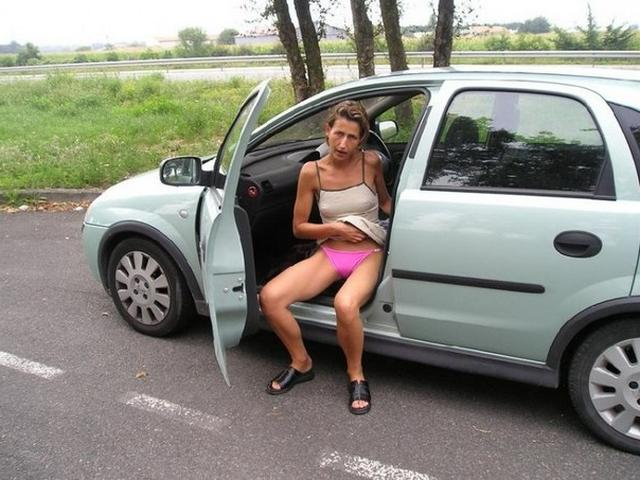 Shameless girls are going to spreads legs outdoors 15 photo