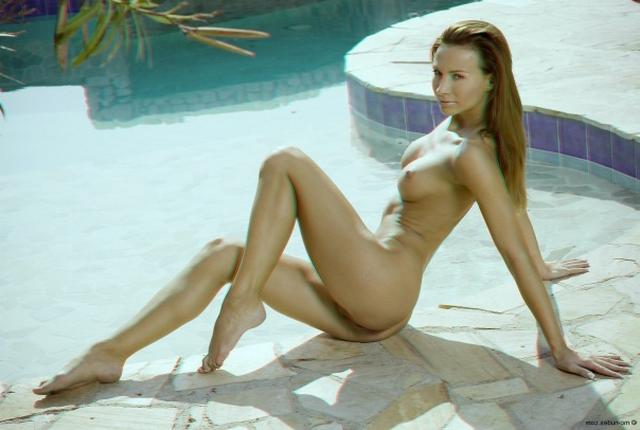 Sexy model Viki takes off down panties 14 photo