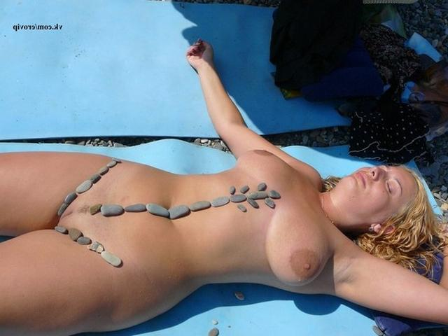 Passionate blonde pranks with bare chest on vacation 15 photo