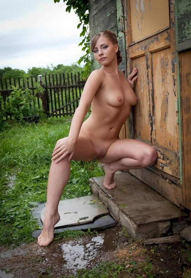 Beautiful nacked girls have fun in the country 14 photo
