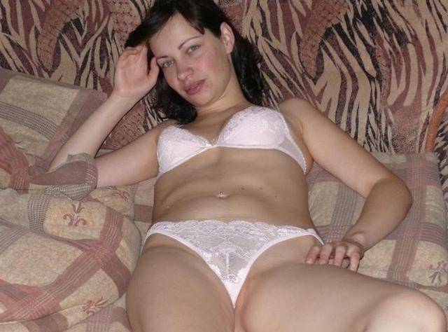 In the forty years her pussy is still very fresh and horny 14 photo