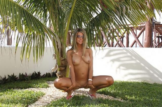 Beach girl shines her pink juicy pussy on rest 7 photo