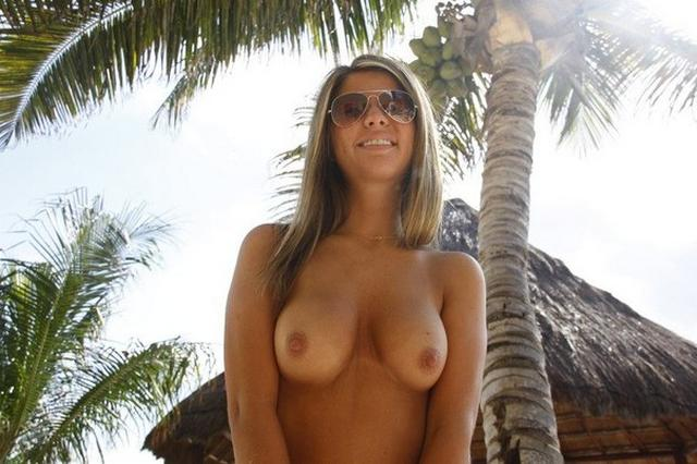 Beach girl shines her pink juicy pussy on rest 11 photo