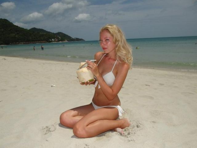 College babes in bikini look very hot 30 photo