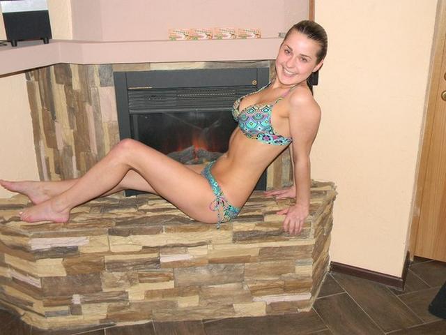 College babes in bikini look very hot 25 photo