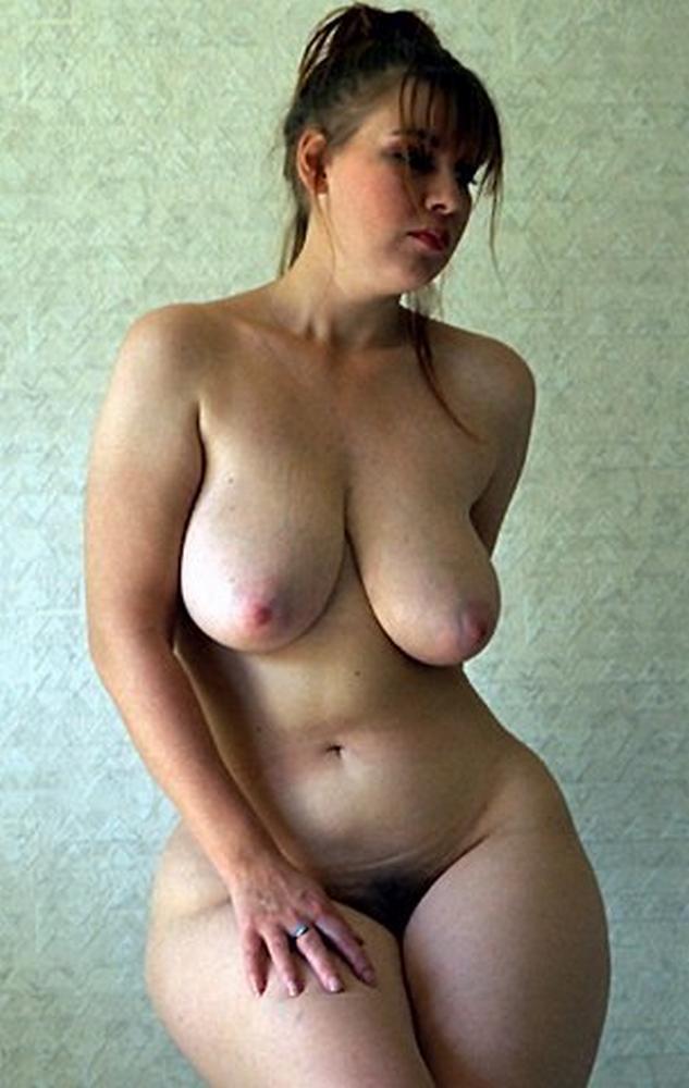 Зрелая огромная твердо стоячая голая грудь 8 размера