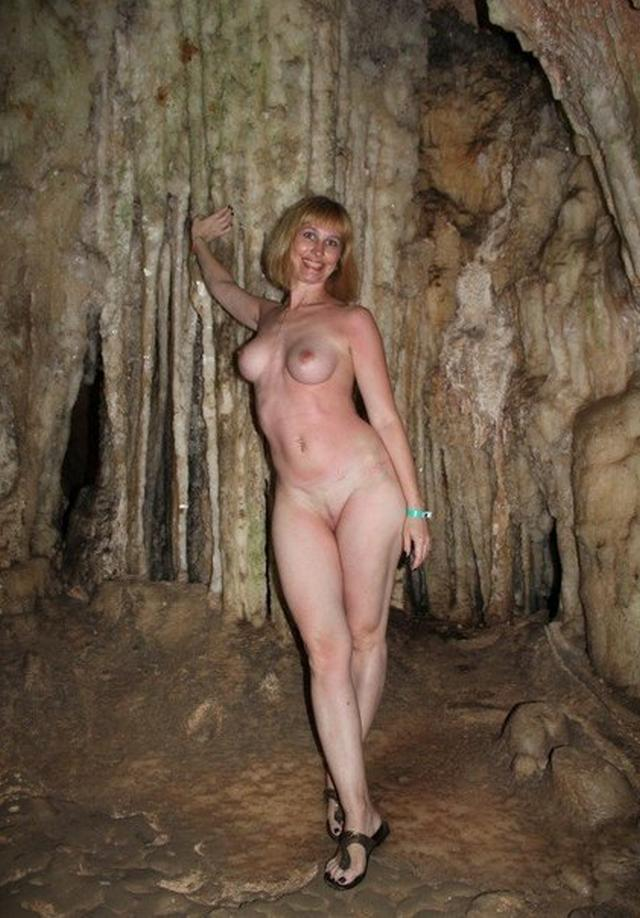 Titted mature woman sucks a rich suitor on vacation 4 photo