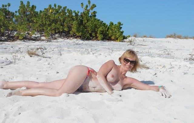 Titted mature woman sucks a rich suitor on vacation 19 photo