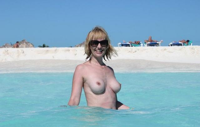 Titted mature woman sucks a rich suitor on vacation 11 photo