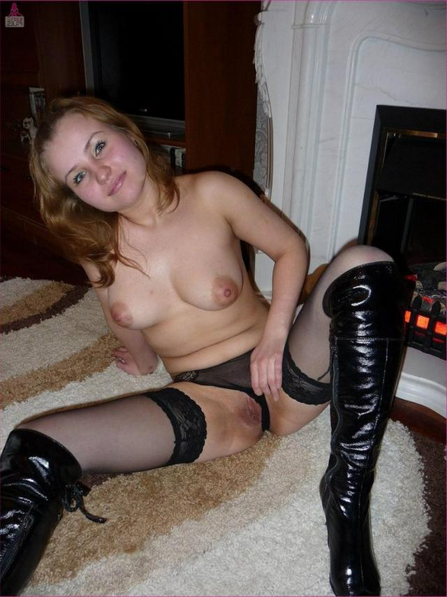 Red-haired slut in pantyhose show her gently pussy 3 photo